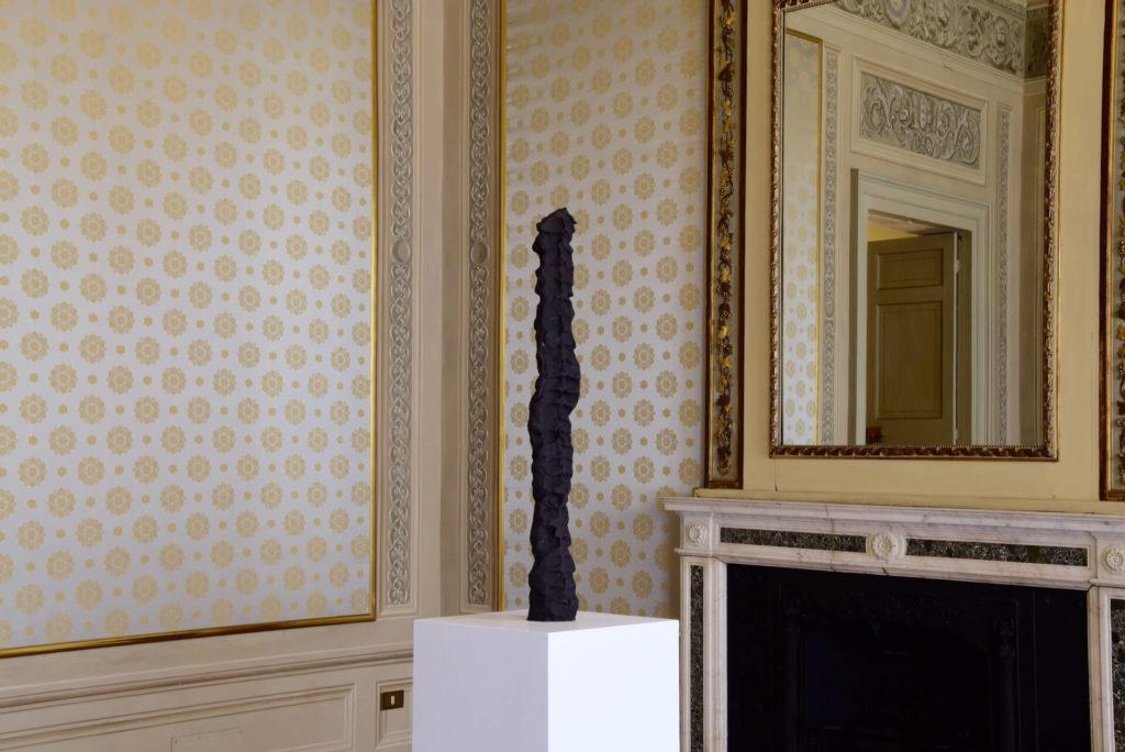 Federico Branchetti - Sculture - fare posto (Rooms 2019), bronzo 2018