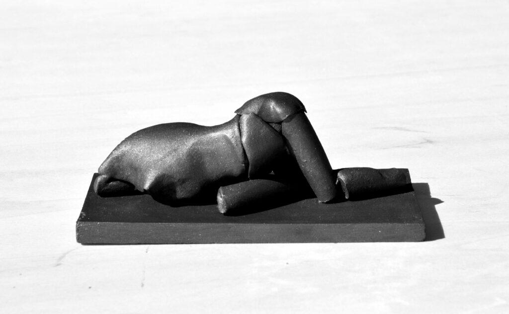 Federico Branchetti - Figura prona 2021 terracotta 2